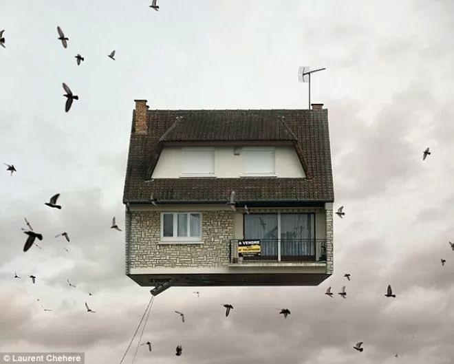 بيوت عائمة السماء