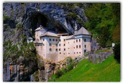 صور - اجمل المناظر الطبيعية : قلعة داخل كهف فى سلوفينيا