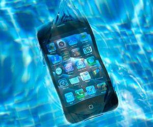 كيف تنقذ الهاتف الجوال بعد سقوطه في الماء