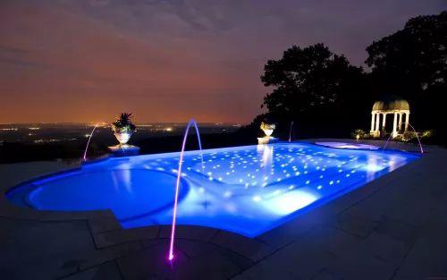 افكار تصميمات حمامات سباحة مميزة وفاخرة سحر الكون