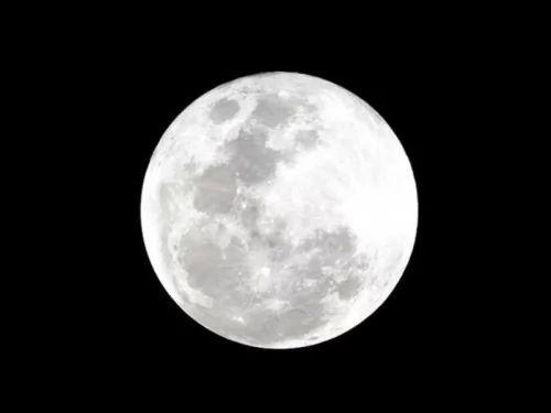 هل تعلم السبب وراء اشعاع القمر علي سطح الارض !!