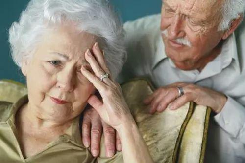 معلومات عن اعراض مرض الزهايمر واسبابه بالتفصيل