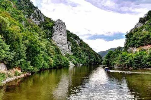 صور - اجمل مناظر طبيعية في رومانيا