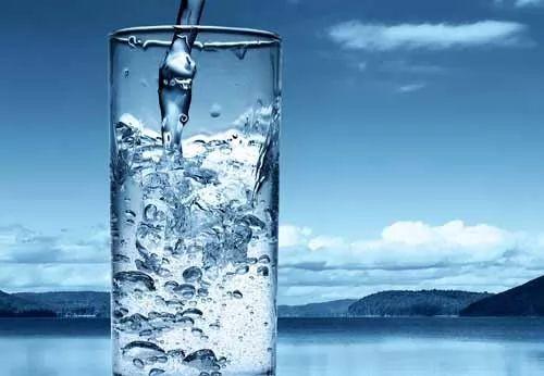 كيفية حساب كمية الماء التي يحتاجها الجسم يوميا