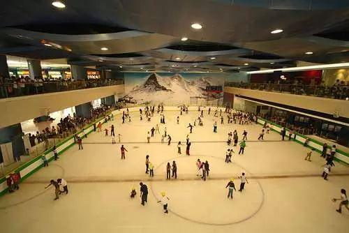 8b274227d يقع هذا المول في مدينة مانيلا بالفلبين وتقدر مساحته بحوالي 1280 كيلومتر  مربع وتم افتتاحه في عام 2006 وهو مكون من اربعة مباني متصلة فيما بينها عن  طريق ...