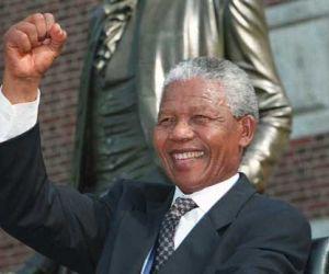 من هو نيلسون مانديلا ؟