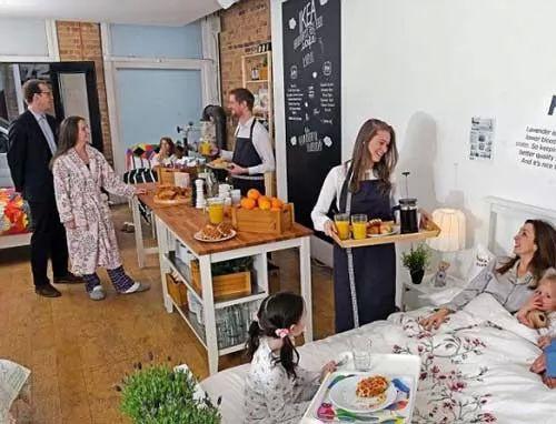 اغرب المطاعم - مطعم يقدم الوجبات في السرير