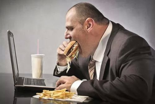 صور - 10 من اهم اسباب زيادة الوزن والسمنة