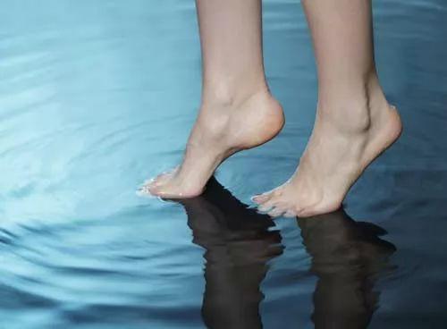 صور - لماذا درجة حرارة الماء تكون دائما اكثر برودة من الهواء ؟