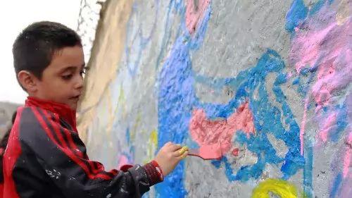 عجائب وغرائب فيديو  - جدار العار فى بيرو يفصل الاغنياء عن الفقراء