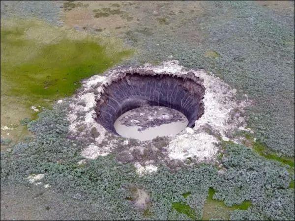 صور - غرائب الكون - الغموض يسيطر على حفر سيبيريا العملاقة