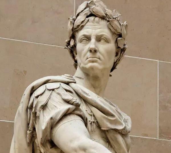 صور - من هو يوليوس قيصر ؟ وماهي قصة حياته ؟