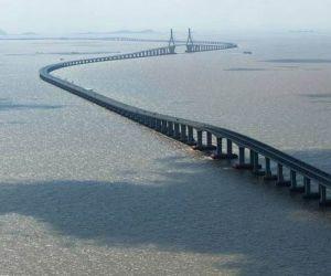 اين يقع اطول جسر في العالم ؟