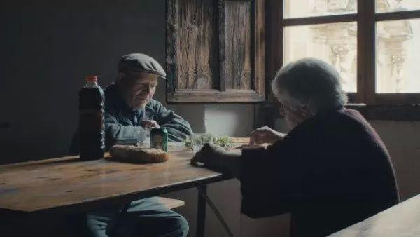 زوجان يعيشان فى قرية مهجورة منذ 45 عام 8748_1_or_1477579705.jpg