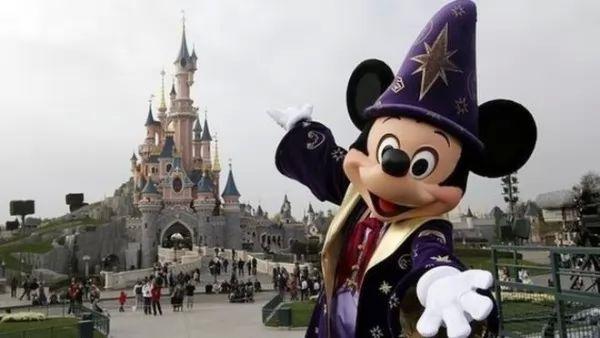 صور - ديزني لاند في باريس المملكة السحرية التى تفوقت على شهرة برج ايفل