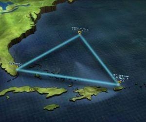 اسباب اختفاء السفن والطائرات فى مثلث برمودا على مر العقود هى مجرد نظريات ولا احد يعرف حقا السبب الحقيقى ،لعدة قرون يلقى اللوم على مثلث برمودا فى ...