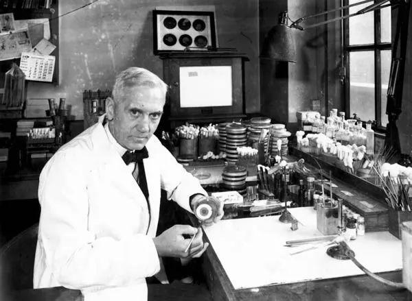 صور - الكسندر فليمنج العالم الفرنسي الذي اكتشف البنسلين