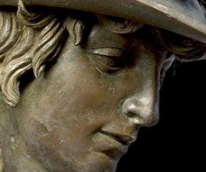 كان النحات دوناتيلو الإيطالي  من أعظم نحاتين فلورنسا قبل الفنان مايكل أنجلو ، وكان النحات دوناتيلو بدون شك هو الفنان الأكثر تأثيرا في القرن ال15 في ...