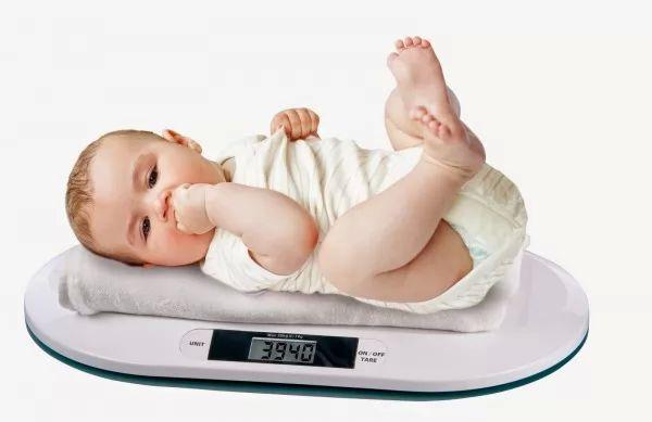 ما هى معالم نمو الطفل في الشهر السادس ؟
