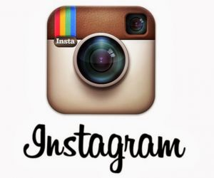 بدأ اصدار انستجرام فى اكتوبر 2010 والآن اصبح واحد من اهم الشبكات الاجتماعية الاكثر شعبية فى تبادل الصور ، انستجرام يشجع المستخدمين على مشاركة الصور ...