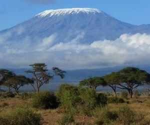 افريقيا هى ثانى اكبر قارات العالم ، والوادى المتصدع الكبير فى شرق افريقيا هو موطن لكثير من الجبال التى تعتبر من اعلى جبال افريقيا ، مثل سلاسل جبال ...