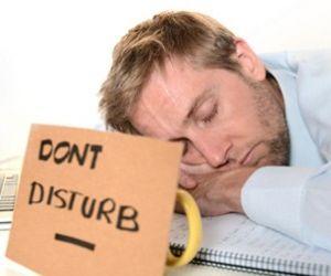 الحياة منهكة ومليئة بالشغل الدائم، ولذلك قد يكون هناك ساعات في اليوم لا تكفي لانجاز ما تريد من أعمال، وهذا ربما يجعلك تسأل، ما الذي يجعل النوم مهم ؟ ...