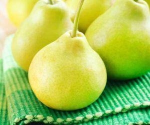 الكمثرى فاكهة متوسطة الحجم، وهي نشأت في أوروبا وآسيا، ولكن اليوم أصبحت الصين هي المنتج الرئيسي، والكمثرى هي عضو في اسرة الوردة والمرتبطة بالتفاح ...