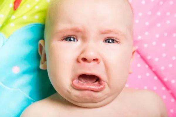 هل يصرخ طفلك الرضيع بسبب المغص ؟