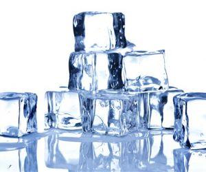 بحث العلماء كثيرا لمعرفة لماذا يتجمد الماء الساخن أسرع من البارد ؟ و اجريت العديد من الدراسات و النظريات العلمية التى توصلت اخيرا الى السبب