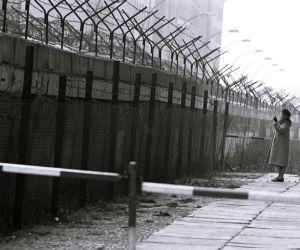 ما هي قصة جدار برلين ؟ و ما هو تاريخ سقوطه؟