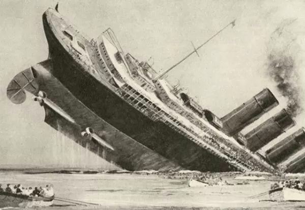 صور - ما قصة غرق سفينة لوسيتانيا التى اشعلت الحرب العالمية الاولي ؟