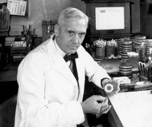 في عام 1928، قدم عالم البكتيريات الكسندر فليمنغ اكتشاف هام ويحتوي على مضاد حيوي قوي، وهو البنسلين ، وعلى الرغم من ان لـ الكسندر فليمنغ الفضل في هذا ...