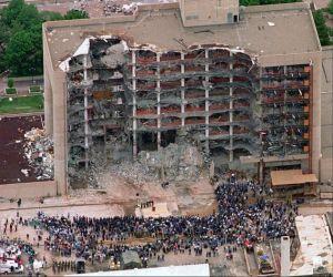 في صباح يوم 19 أبريل 1995،انفجرت قنبلة عبارة عن 5000 رطل، كانت مخبأة داخل شاحنة رايدر مستأجرة، وانفجرت خارج المبنى الفيدراليفي اوكلاهوما سيتي وتسبب ...