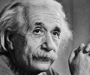ما هى قصة حياة البرت اينشتاين صاحب النظرية النسبية ؟
