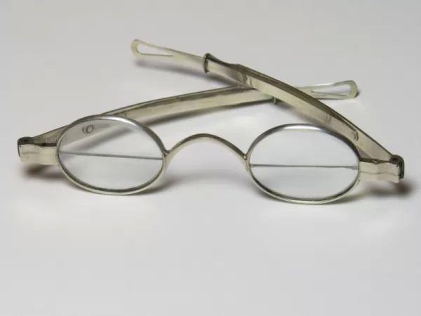 تعرف عن اختراع النظارة ثنائية البؤرة 9338_1_or_1490564029