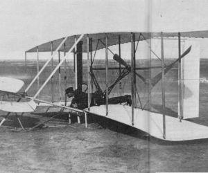 في صباح يوم 17 ديسمبر عام 1903، طار الأخوين رايت لمدة 12 ثانية الي ما يزيد عن 120 قدم من الأرض ، وهذه الرحلة كانت في كيتي هوك، كارولينا الشمالية، ...