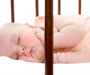 قد يزيد الحب في قلبك عندما تشاهد طفلك نائم ويبدو جميل الشكل وكله براءة ، وعلي الرغم من انه لا يمكن اجبار الطفل على البقاء نائما طوال الليل الا انه في ...