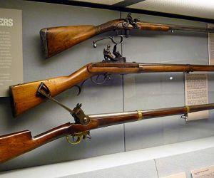 اختراع البندقية عبارة عن سلاح ناري يتم فيه ادخال الرصاص أو تحميلها في الجزء الخلفي من البندقية، وتم اختراع البندقية من قبل المخترع النقيب باتريك ...