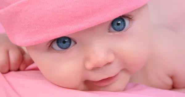 فوائد واضرار نوم الطفل على بطنه