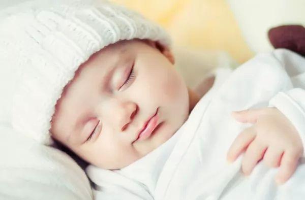نصائح تساعد فى تحسين نوم الاطفال حديثي الولادة