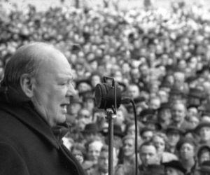 بعد تسعة أشهر من اعادة انتخاب السير ونستون تشرشل رئيسا للوزراء في بريطانيا، سافر ونستون تشرشل بالقطارمع الرئيس هاري ترومان لإلقاء خطاب