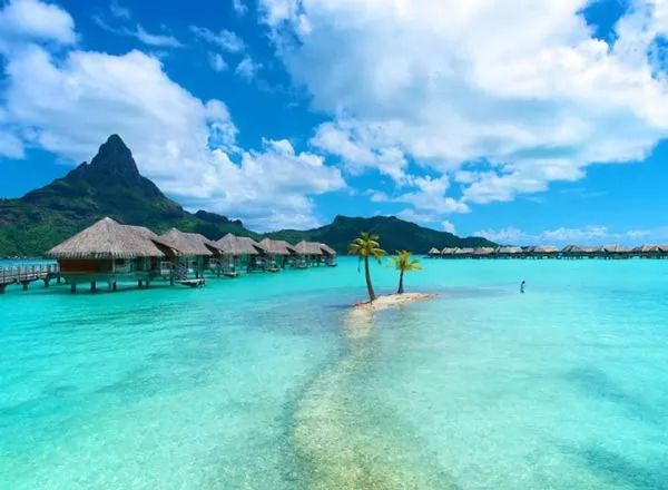 صور - هل انت على استعداد لجولة في جزيرة بورا بورا المدهشة ؟