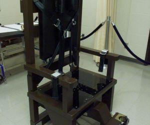 اختراع الكرسي الكهربائي هو اداة لتنفيذ حكم الاعدام بالصعق الكهربائي، وهذه الطريقة تنفذ في الولايات المتحدة والتي يتم فيها وضع الشخص على الكرسي ...
