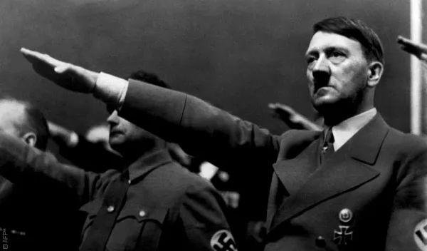 صور - ما هى قصة حياة أدولف هتلر ؟