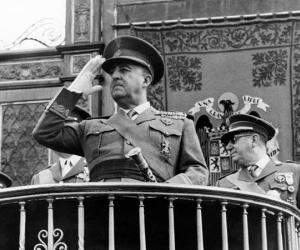 قاد الجنرال فرانسيسكو فرانكو تمردا عسكريا ناجحا للاطاحة بجمهورية اسبانيا الديمقراطية في الحرب الاهلية الاسبانية (1936 - 1939)، بعد ذلك اسس الجنرال ...