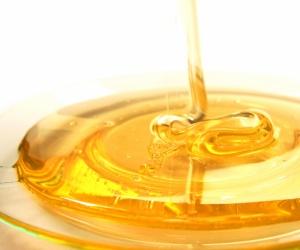 الجميع يعرف أن العسل يوضع على الكثير من الوجبات ليعطى طعم حلو للوجبات ،وخاصة الوجبات المرة،وله استخدامات غذائية لانهائية ، ولكن معظم الناس لايدركون ...