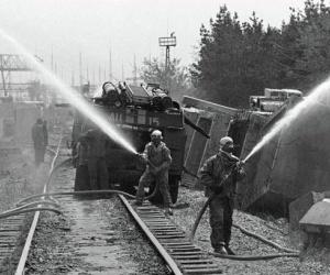 في الساعة 1:23 من صباح يوم 26 ابريل، 1986، انطلق المفاعل الرابع في محطة الطاقة النووية بالقرب من تشرنوبل، وانفجرت اوكرانيا، واطلقت كميات كبيرة من ...