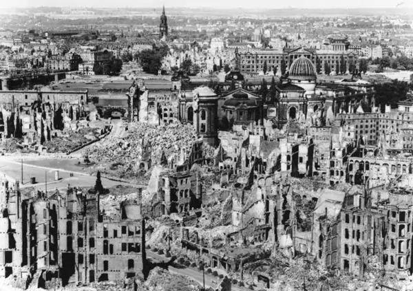 صور - تفاصيل قصف مدينة درسدن خلال الحرب العالمية الثانية