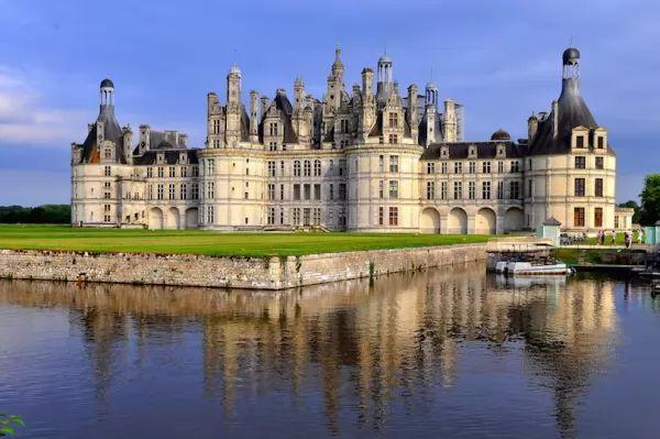 قبل أن ترحل أخي الزائر..! - صفحة 3 The-most-beautiful-palaces-in-the-world_9789_1_2010