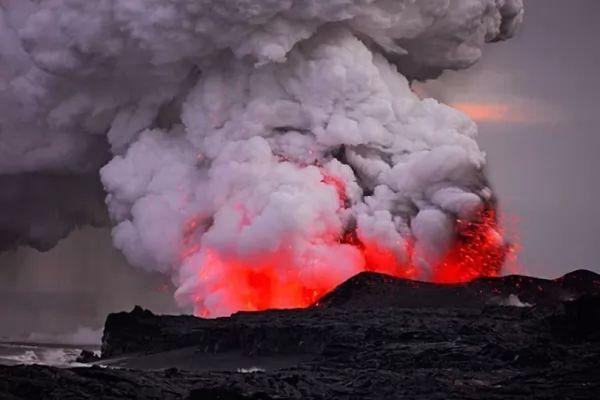 بركان كيلويا من اشهر البراكين في العالم